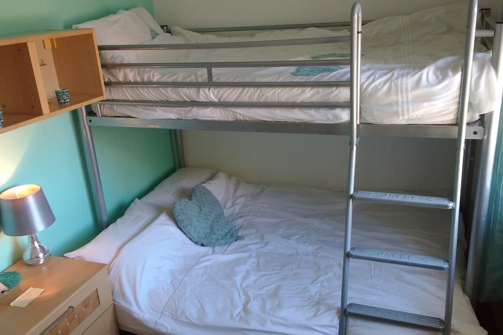 Double bottom, single top bunk. High level storage for gadets and toiletries.