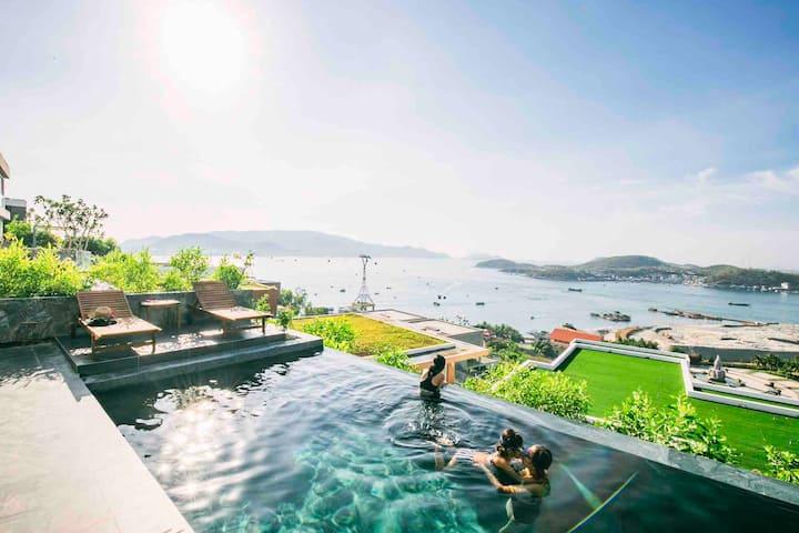 Luxury 4 bedroom beachfront villa w private pool