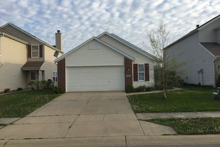 Lawrence 3BR 2BA for Race weekend - Indianapolis - House