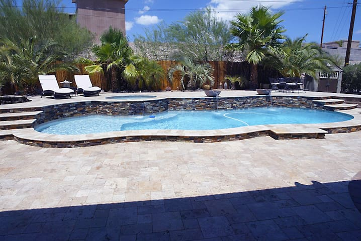 Beautiful Private Home with Sparkling Pool & Spa! - Lake Havasu City - Casa