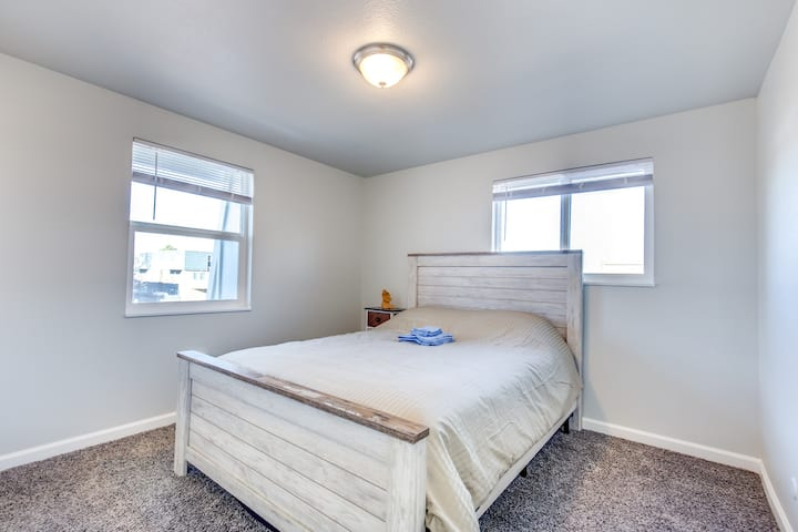 Cozy Northglenn Queen Suite with Huge Closet!