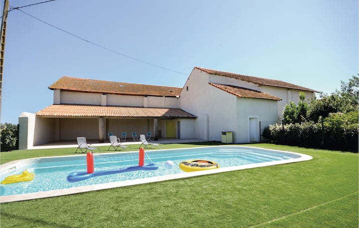 Amazing home in Le Sambuc with WiFi, 2 Bedrooms and Outdoor swimming pool