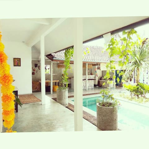 Homestay style accom +pool Ubud centre 3 rooms