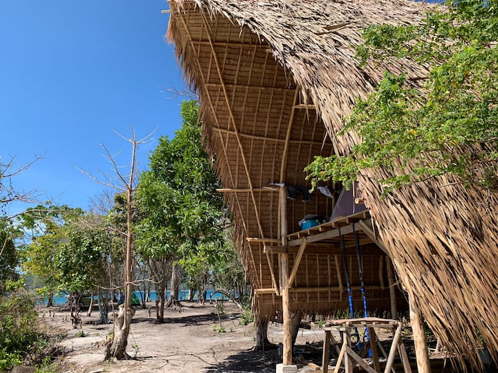 Isla - Large Stilted Hut