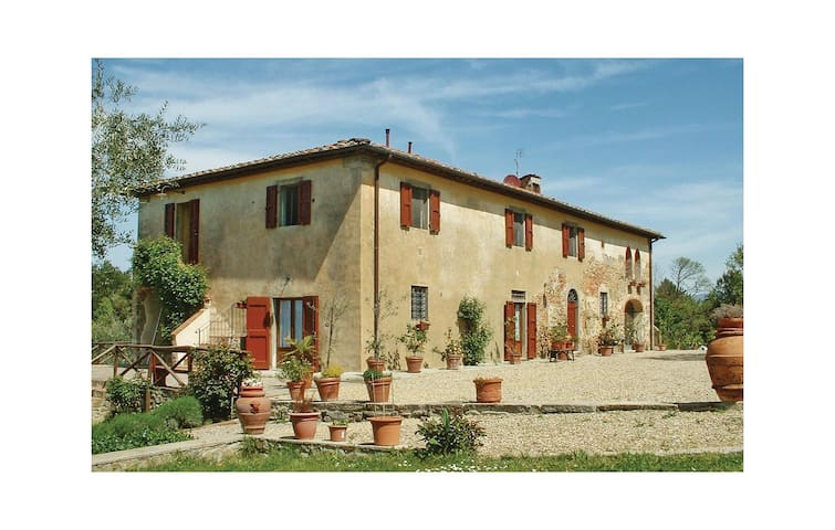 Holiday cottage with 4 bedrooms on 162 m² in Reggello FI