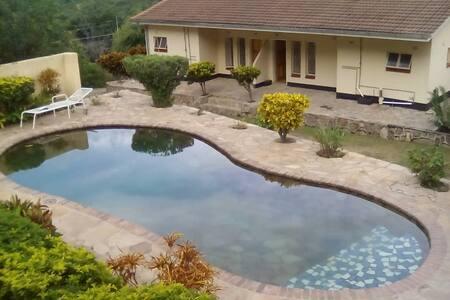 Mzimkhulu Lodge - Kariba Self-catering cottages