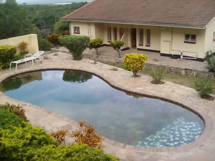 Mzimkhulu Lodge - Kariba Self-catering cottages