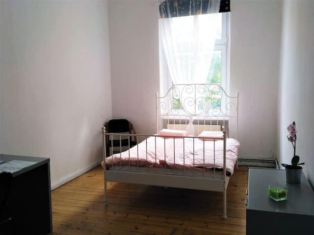 Large, in the city center, double bed