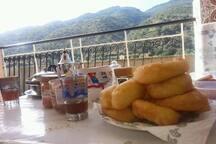 Petit déjeuner sur le balcon...