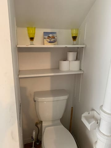 Core downtown exclusive unit with simple kitchen