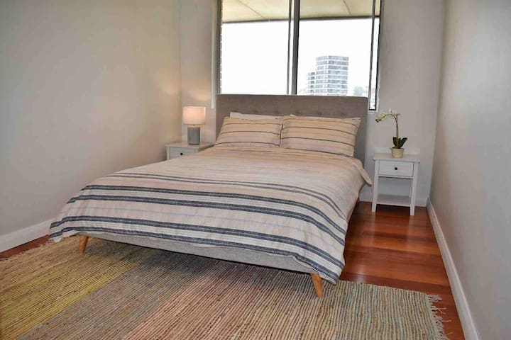 Large Queen Bedroom in Beachy Dee Why Apartment