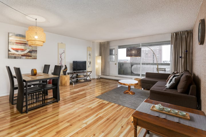 Zen Style Downtown Condo with One-Free Parking