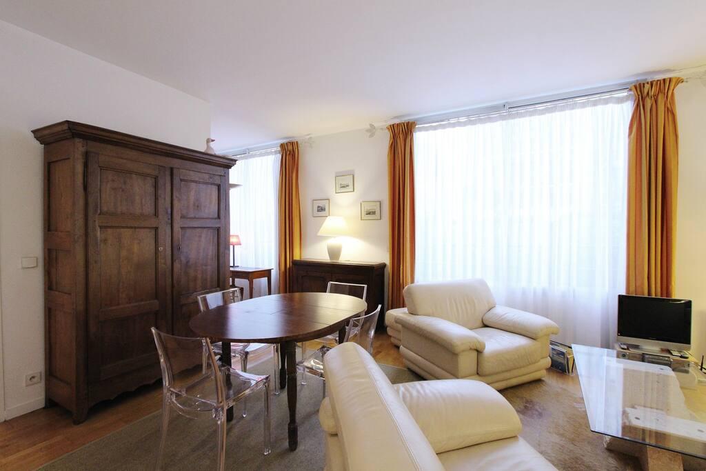 2 bedrooms paris 15 convention montparnasse p1572. Black Bedroom Furniture Sets. Home Design Ideas