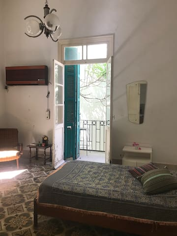 Room in historical house in Hamra