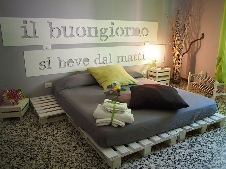 THE GREEN ROOM OF CIAO BELLA is a big double bedroom, colorfull, creative design and forniture