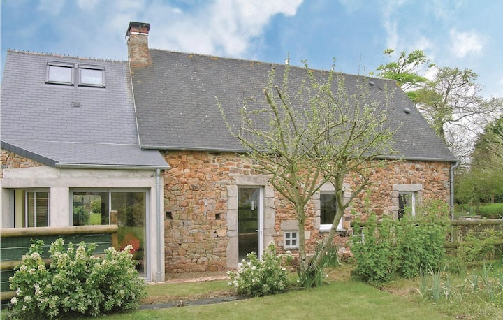 Holiday cottage with 1 bedroom on 95m² in LA HAGUE