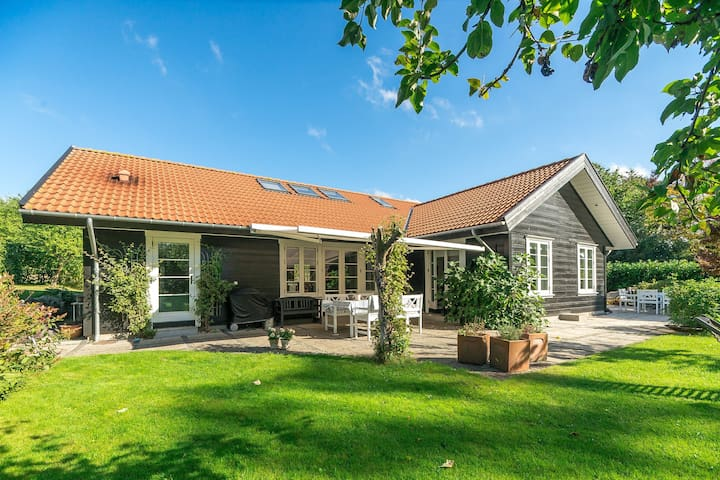 Spacious in Copenhagen suburb - Farum - Rumah