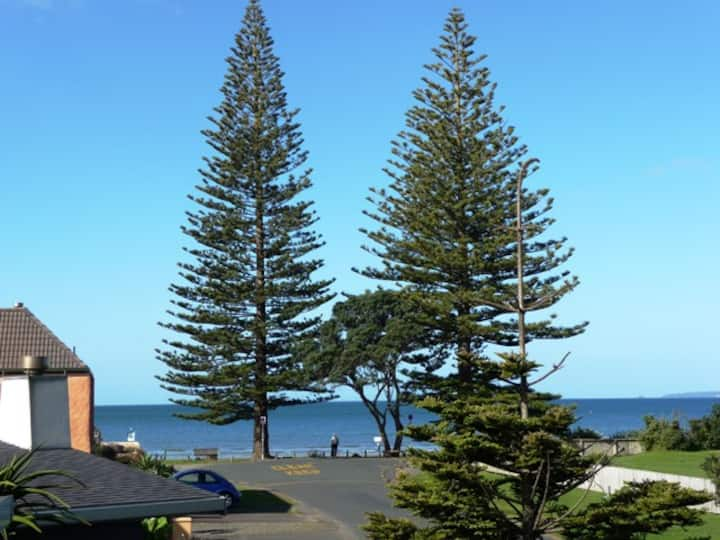 Orewa Beach House..seconds to beach