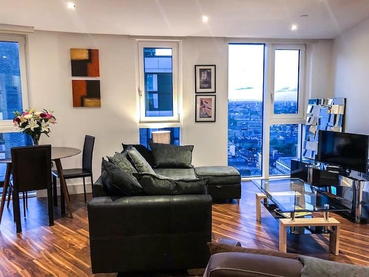 LUXURY FLAT  WITH AIR CONDITIONING & ROOF TERRACE