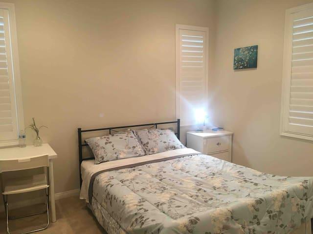 Nice clean +TV bedroom irvine