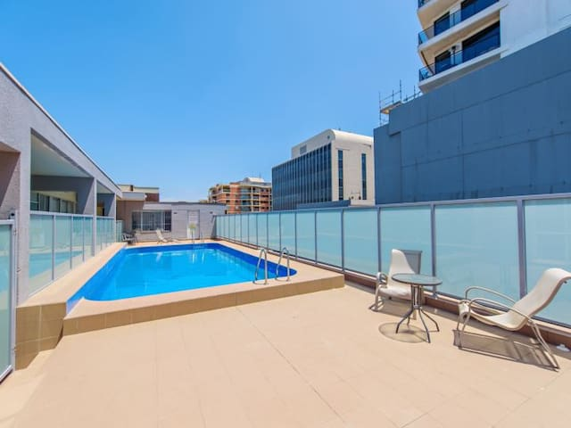 Room available in a spacious modern apartment - Bondi Junction
