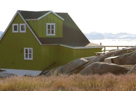 Greenland house with iceberg view! - Maison