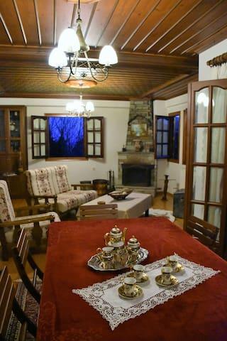 Το Αρχοντικο Της Αννας - Πορταριά - Huis