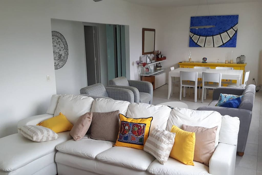 Ampla sala / Living room