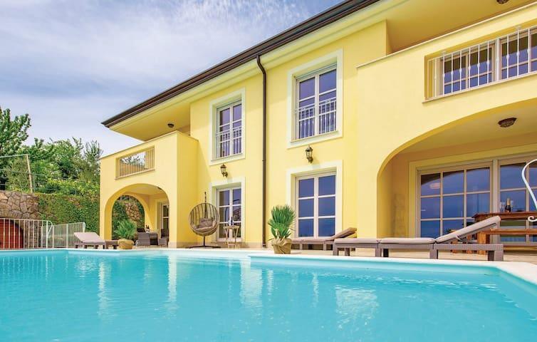 Traumhafte mediterrane Villa für 12 Personen