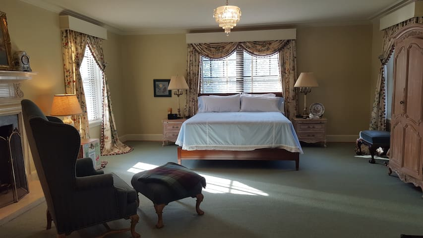 Governer's Suite at Champlin Mansion - Enid - Talo