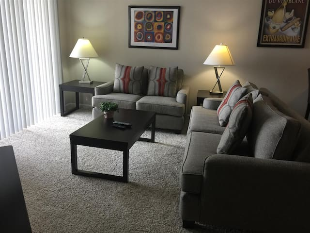 2BD/2BA steps away from the Shops at Worthington