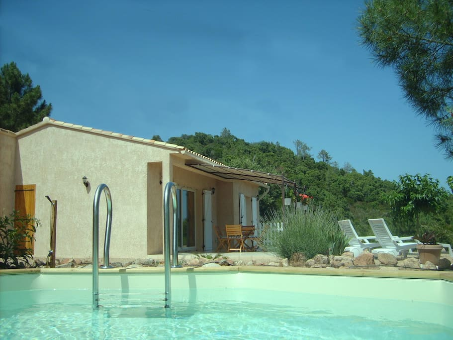 villa avec piscine hors sol houses for rent in lecci corse france. Black Bedroom Furniture Sets. Home Design Ideas