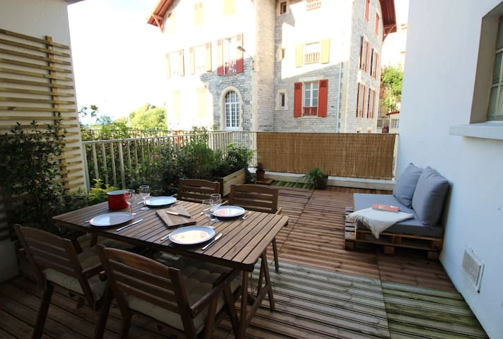 Beautiful and spacious T2, terrace, Port Vieux beach