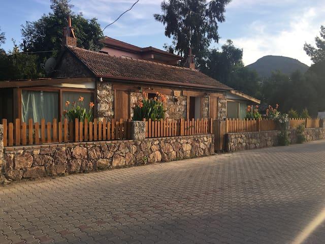 Selimiye-Denize 50 mTaş köy eviALİAĞA KONAK-TÜM EV
