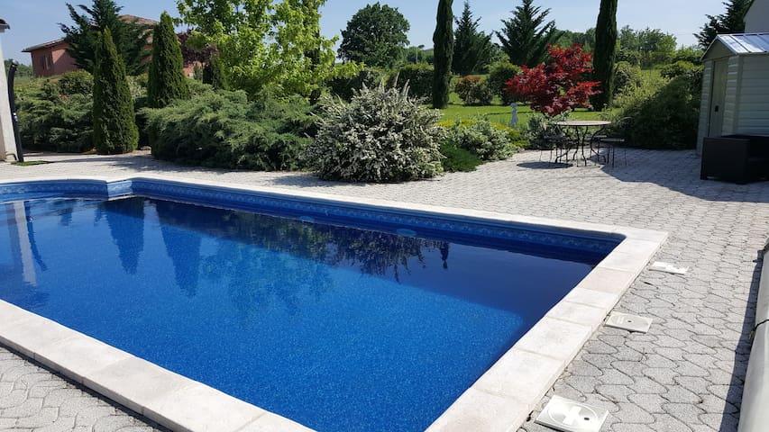 Chambres dans Villa avec piscine et petit déjeuner