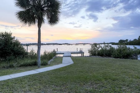Cedar Key Duplex House w/ Dock & Ocean Views!
