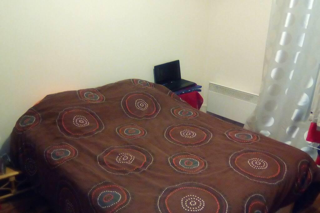 Grande chambre avec lit 2 personnes