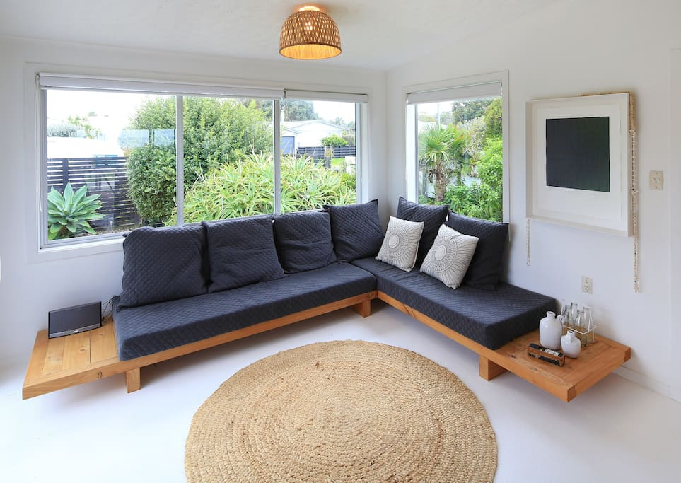Sunny front lounge with 2 x daybeds