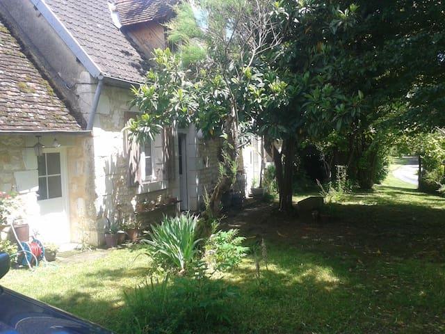 Chambre privée, maison de campagne - Moulins-sur-Yèvre