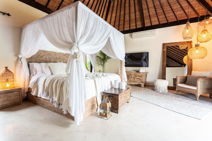 Romantic Luxury Private Villa with Rice Field View