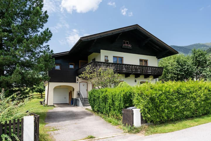 A large detached house, for a max of 13 people,in the heart of Salzburgerland.