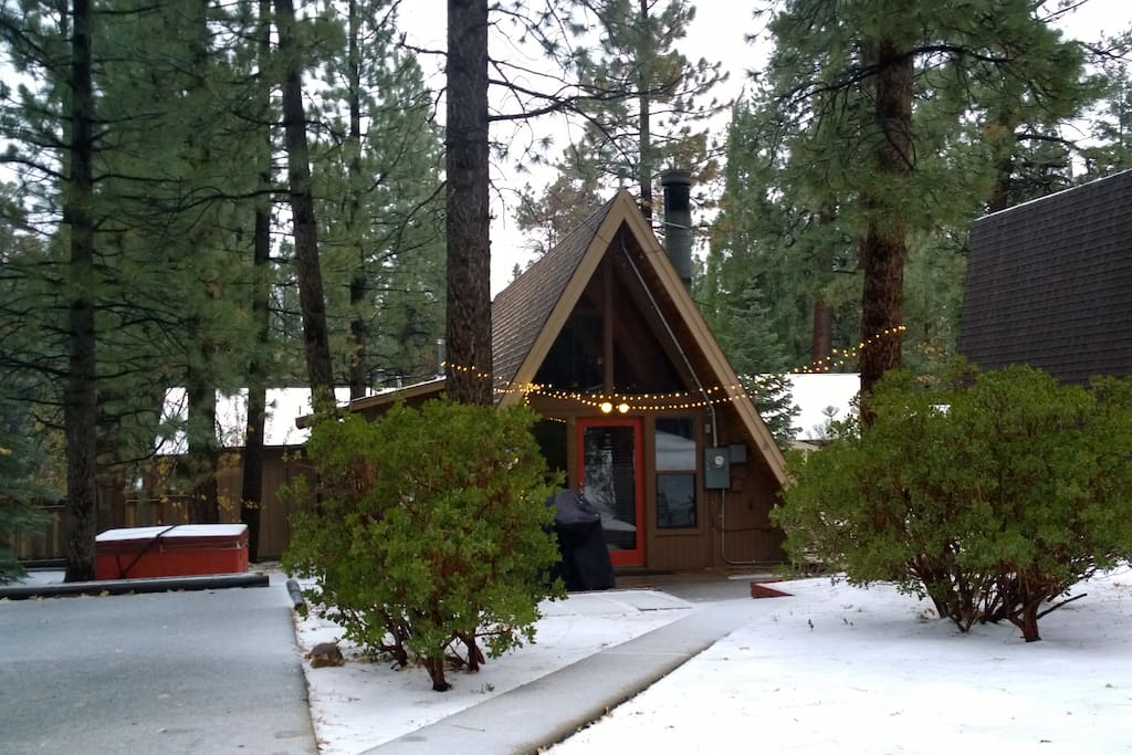 A frame cabin with spa minutes from slopes cabins for Big bear lakefront cabins for rent