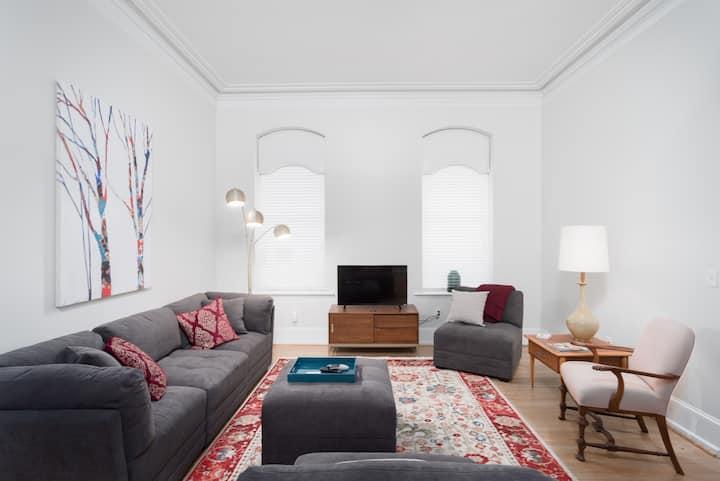 Private, Beautiful City Apartment