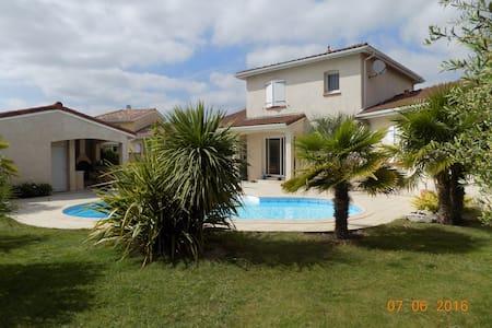 Chambres dans maison avec piscine - Léguevin - Rumah
