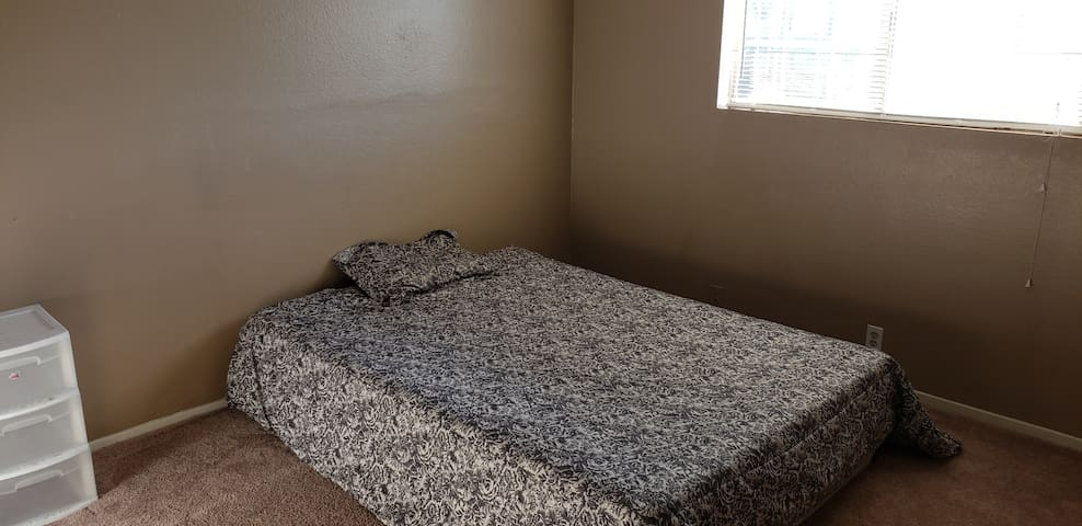 One Cozy And accommodating room, close to freeway