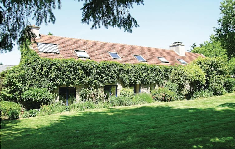 Holiday cottage with 4 bedrooms on 257m² in Hennebont