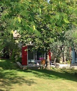 Chambre au calme avec terrasse - Aix-en-Provence - Bed & Breakfast