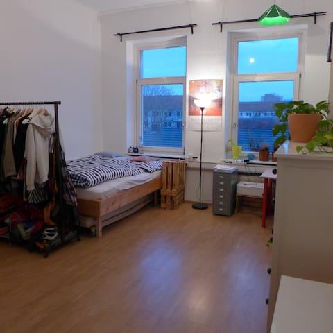 Schönes geräumiges Zimmer in bester Lage