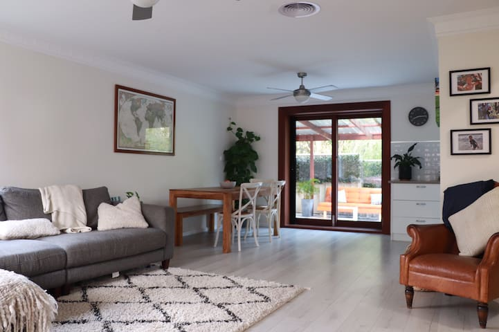 Big family townhouse in the heart of Thirroul.