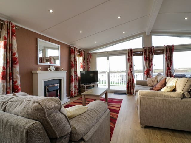 FISTRAL 13, pet friendly, with pool in Crantock, Ref 973943